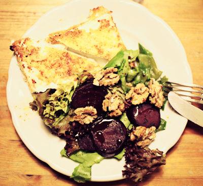 Rezept: Panierter Schafskäse mit Rote Bete Salat