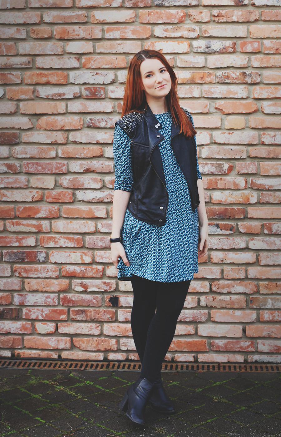 lederweste-und-kleid-outfit-3