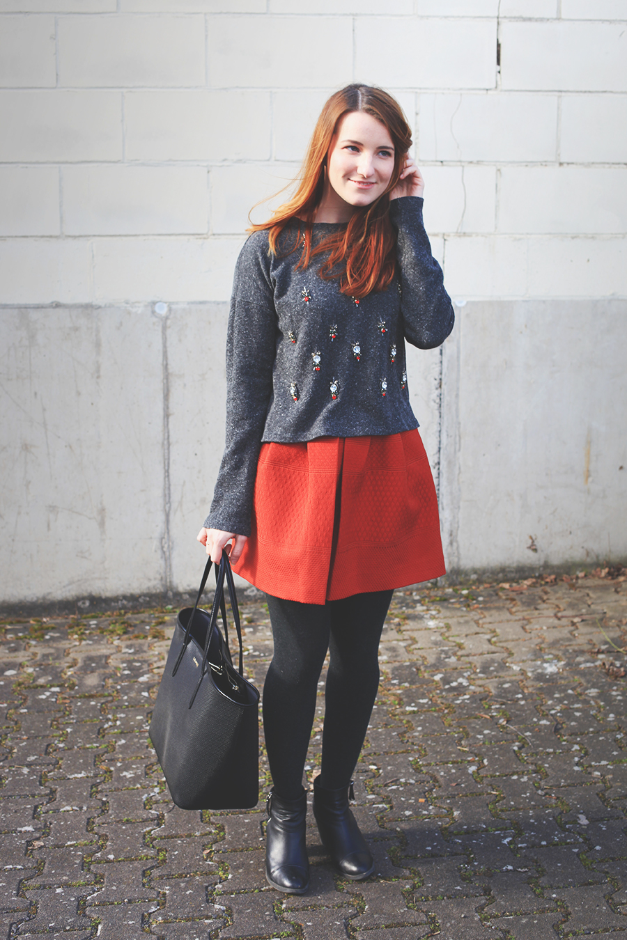 roter-rock-pullover-outfit