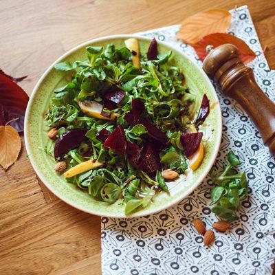 Rezept: Leckerer Herbstsalat mit Birnen und roter Beete!