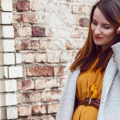 Outfit: Senfgelbes Boho Kleid & kuschelweicher Mantel