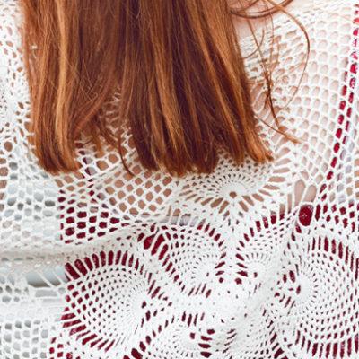 Outfit: Boho Maxikleid mit Häkelcardigan