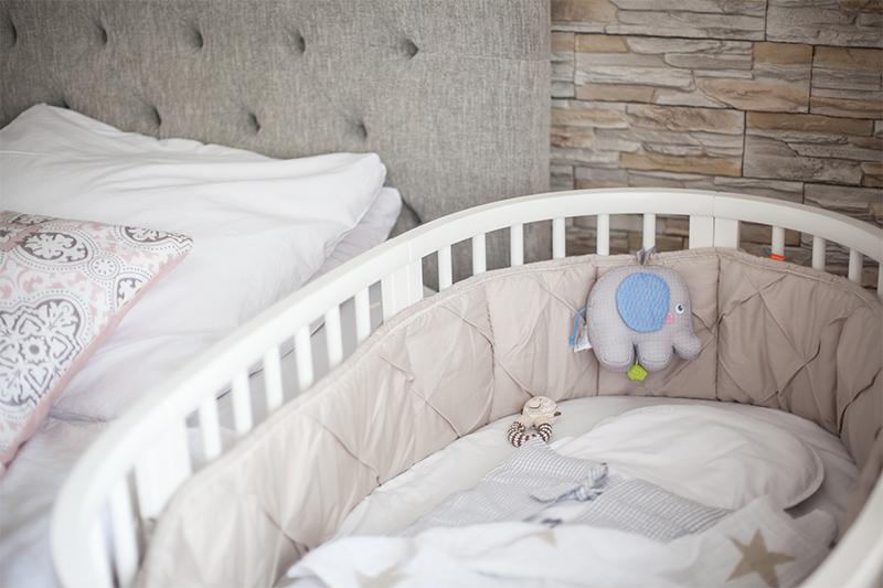 baby-erstausstattung-schlafen-stokke-sleepi-bett-02